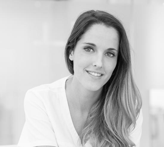 hinboca clínica dental, la odontóloga Dra. Ángela Santiago